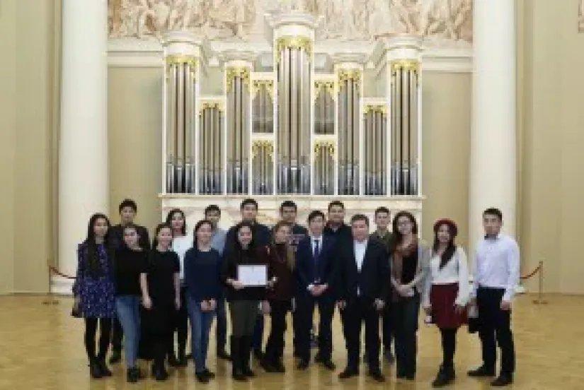 Лидеры молодежной организации «Кыргыз Юнион» посетили Таврический дворец