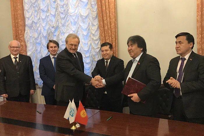 Соглашение о сотрудничестве между СПбГИКиТ и общественным фондом «Айтыш» подписано в Таврическом дворце