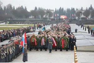 Делегации МПА СНГ и ПА ОДКБ приняли участие в церемонии возложения венков и цветов на Пискаревском мемориальном кладбище