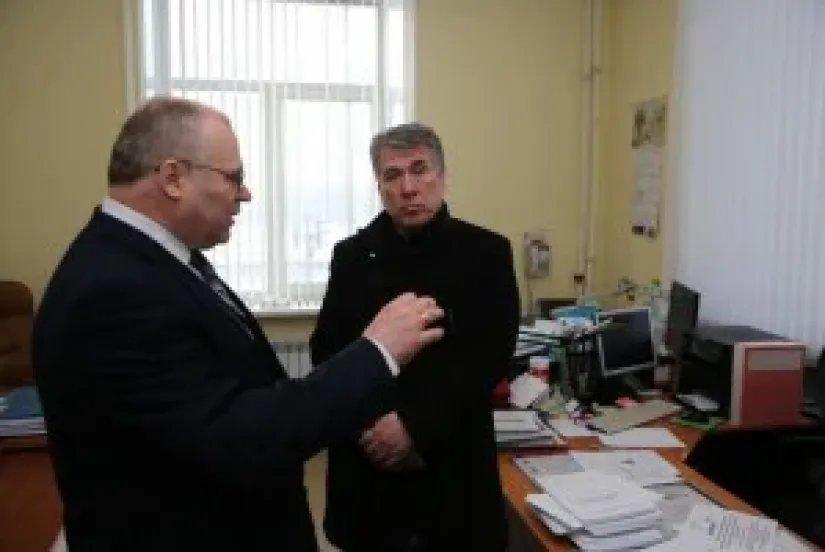 Координатор группы наблюдателей от МПА СНГ посетил ТИК № 17 Калининского района Санкт-Петербурга