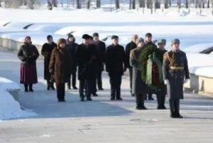 Венок от Милли Меджлиса Азербайджанской Республики возложили к подножию монумента «Мать-Родина»