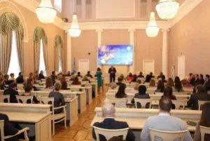Сотрудниц Секретариата Совета МПА СНГ поздравили с 8 Марта