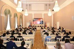 В Таврическом дворце вспоминают выдающегося советского государственного и партийного деятеля, первого секретаря ЦК Компартии Киргизии Исхака Раззакова