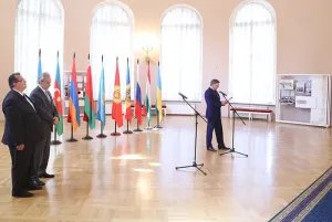 Представители дипломатических миссий посетили Таврический дворец накануне Международного дня парламентаризма