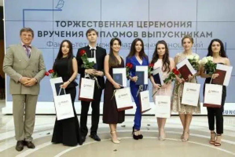 Юрий Осипов вручил дипломы выпускникам факультета международных отношений CЗИУ РАНХиГС
