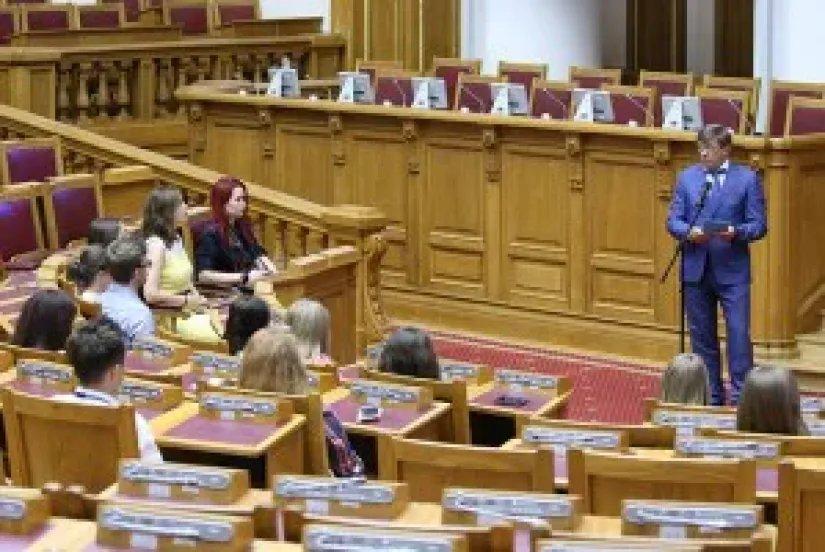 Участники проекта «Фабрика мыслей. Минск — Петербург: молодое будущее» посетили штаб-квартиру МПА СНГ