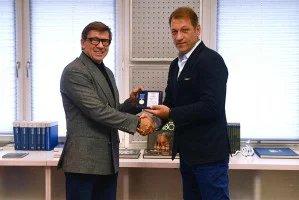 Юрий Осипов наградил Андрея Благодыренко юбилейной медалью Межпарламентской Ассамблеи СНГ
