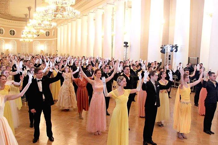 Главный молодежный бал Северной столицы прошел в Таврическом дворце