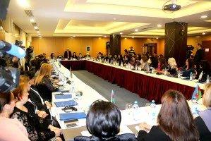 В Баку состоялся круглый стол «Роль женщин в общественно-политической жизни Азербайджана»