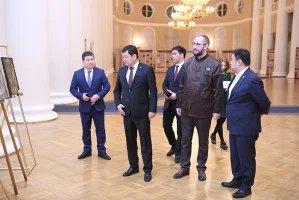 Высокопоставленные гости из Кыргызской Республики посетили выставку, посвященную 90-летию Чингиза Айтматова