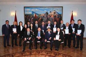 Нурбек Сатвалдиев наградил сотрудников Аппарата Жогорку Кенеша Кыргызской Республики
