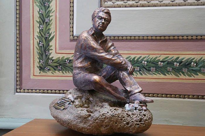 Коллекция Таврического дворца пополнилась скульптурой Чингиза Айтматова