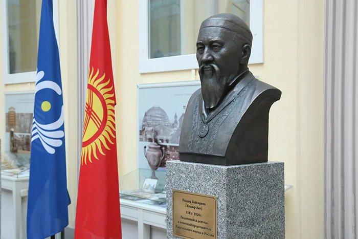Бюст государственного деятеля Кыргызстана Кыдыр Байсары уулу установлен в Таврическом дворце