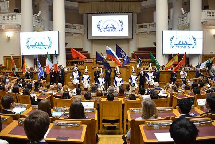 В Таврическом дворце проходит конференция «Модель Организации Объединенных Наций»