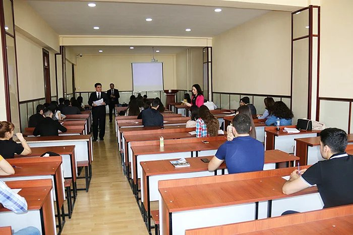 Сотрудники Бакинского филиала МИМРД МПА СНГ провели викторину среди студентов Бакинского государственного университета