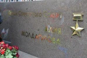 Представители МПА СНГ приняли участие в церемонии открытия памятника Алие Молдагуловой