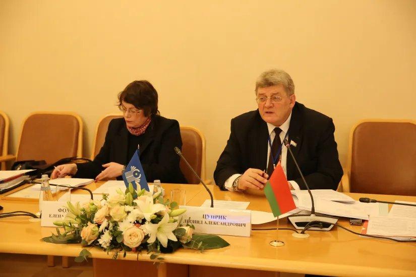 В Таврическом дворце обсудили ряд законопроектов в области государственного строительства и местного самоуправления