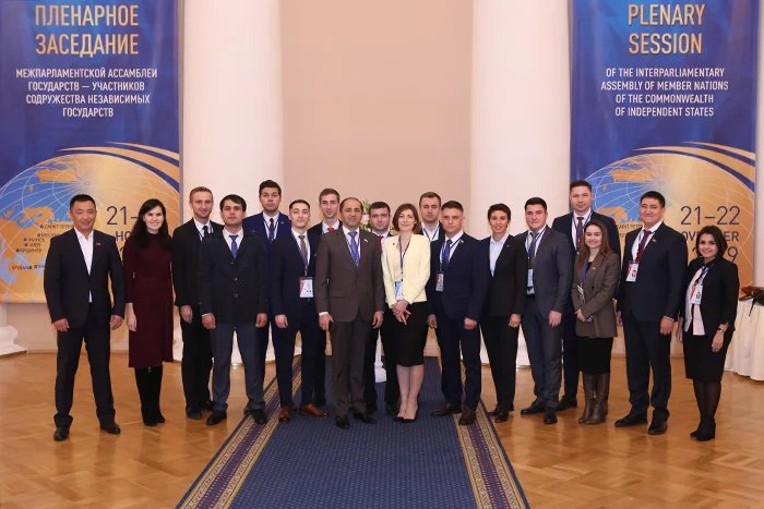 В Таврическом дворце состоялось четырнадцатое заседание Молодежной межпарламентской ассамблеи СНГ