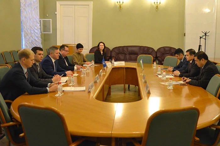 Дмитрий Кобицкий и Алишер Бабаев обсудили вопросы размещения в Таврическом дворце представительства Республики Узбекистан в МПА СНГ