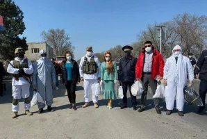 Депутаты Жогорку Кенеша помогают жителям Кыргызской Республики в период действия чрезвычайного положения