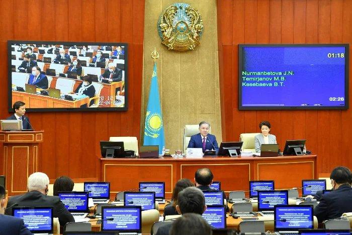 Депутаты Мажилиса проголосовали за усиление роли женщин и молодежи в политической системе Казахстана