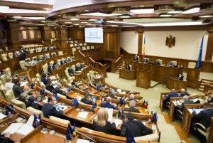 Парламент Молдовы одобрил меры по поддержке граждан и бизнеса в период пандемии