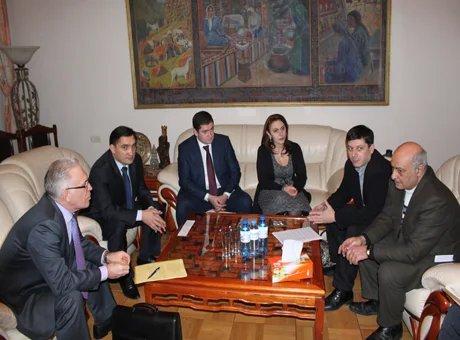 Международные наблюдатели от МПА СНГ в предвыборном штабе лидера партии «Наследие»