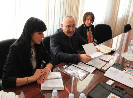 Наблюдатели от МПА СНГ оценили внимание ЦИК Армении к слабовидящим избирателям