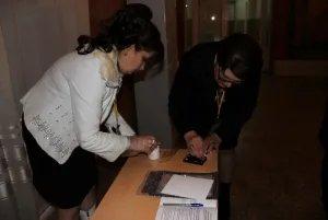 На избирательных участках наблюдатели проверили чернила