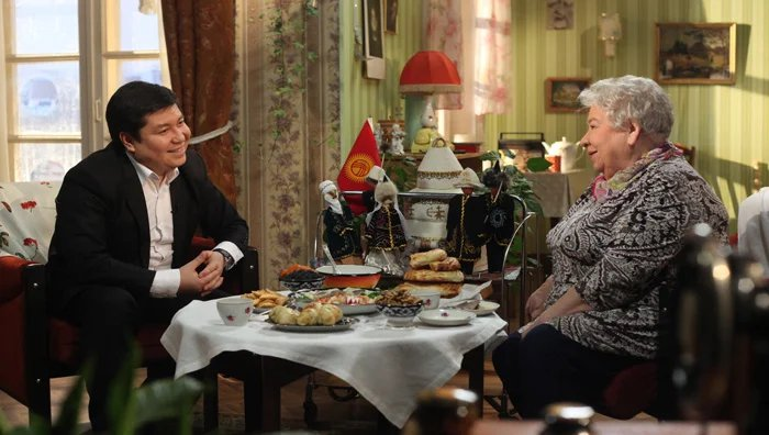 Представитель Кыргызской Республики угощал самсой и рассказывал о традициях своего народа