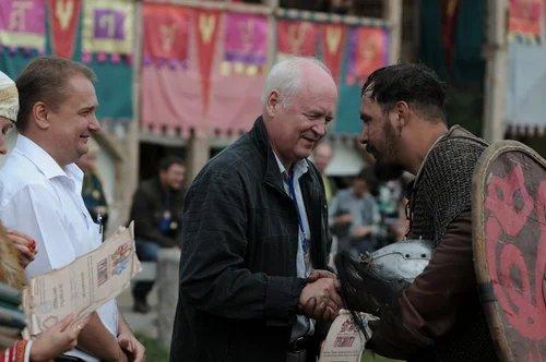 Представители МПА СНГ вручили грамоты и сувениры участникам V Международного фестиваля