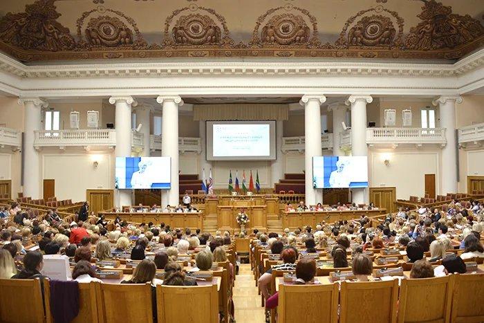 V International Summit of Nurses takes place in the Tavricheskiy Palace